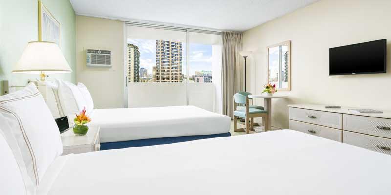 配有两张双人床的客房